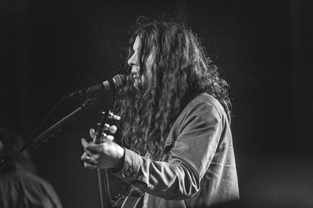 Kurt Vile sees through his hair (photo courtesy of Alexandra Justice)
